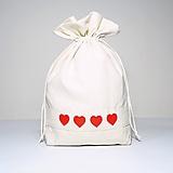 Úžitkový textil - Bavlnené vrecúško vyšívané srdiečka - 11181523_