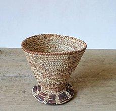 Dekorácie - Pletený palmový košík zdobený kožou - 11182009_