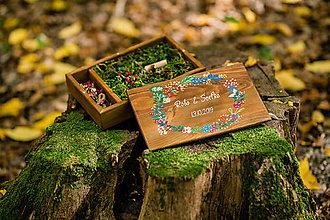 Krabičky - Svadobná drevená krabička na fotky s USB, VENČEK II - 11185454_