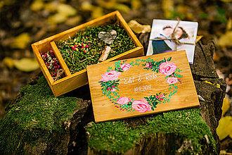 Krabičky - Svadobná drevená krabička na fotky s USB, VENČEK III - 11185472_