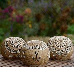 Svietidlá a sviečky - milé malé záhradné svietniky - 11182871_