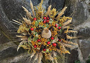 Dekorácie - Jesenná kytica so šípkami - 11187481_