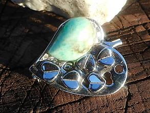 Odznaky/Brošne - heart with emerald - 11187025_