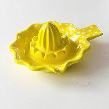 Pomôcky - Odšťavovač na citrusy v žltom prevedení - 11186247_