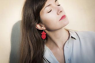 Náušnice - Červená Rita - Ručne šité šujtášové náušnice - Soutache earrings - 11186243_