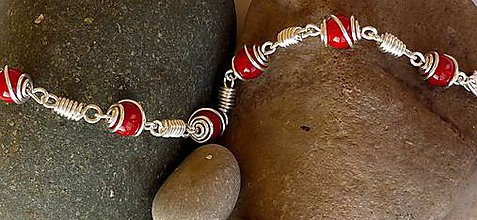Sady šperkov - Náramok s náušnicami - červený jadeit - 11188657_