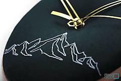 Hodiny - Hugo, ručne vyšívané nástenné hodiny jednýmťahom - 11186650_