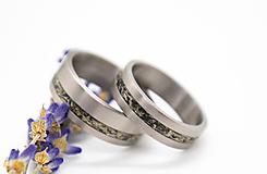 Prstene - Titanové obručky s lišajníkom  - 11185811_
