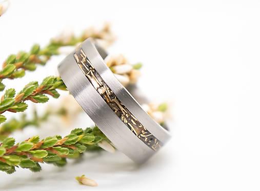 Titanový prsteň s bronzom