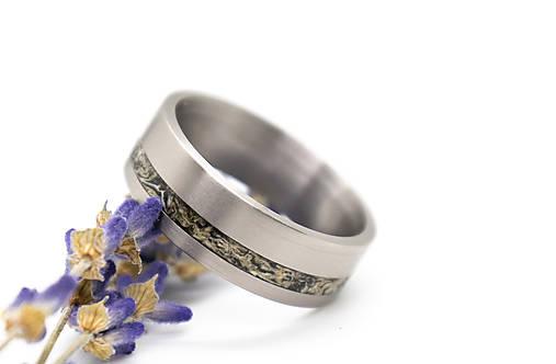 Titanový prsteň s lišajníkom