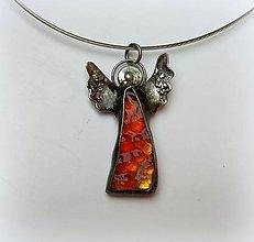 Náhrdelníky - Cínový šperk zo sklom - Anjelik - 11186917_