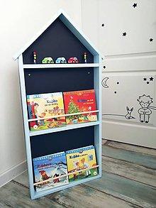 Nábytok - detská polička na knihy domček & tabuľa v 1 trojposchodová - 11187149_