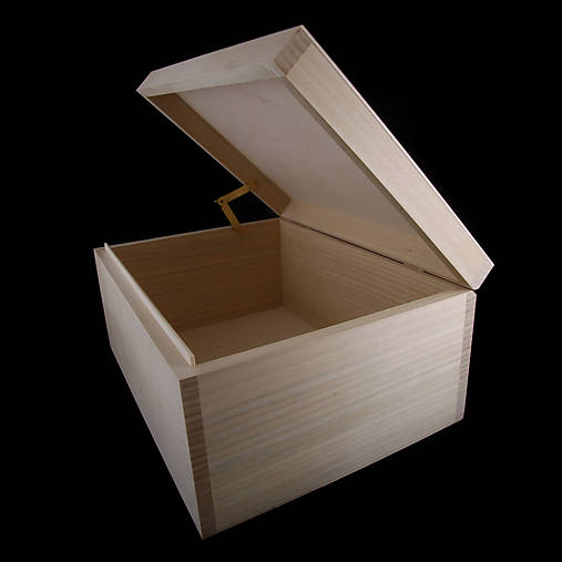 Veľká drevená krabička