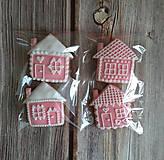 Dekorácie - Perníkový domček vianočný (Červená) - 11188850_