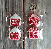 Dekorácie - Perníkový domček vianočný (Červená) - 11188851_