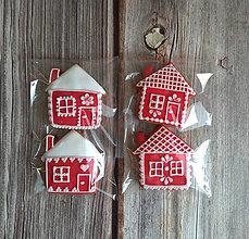 Dekorácie - Perníkový domček vianočný (Červená) - 11188894_