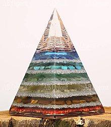 Dekorácie - Núbijská pyramída čakrová - orgonit - 11188355_
