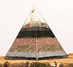 Dekorácie - Zlatý päťuholník pyramída - orgonit - 11189189_