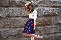 Sukne - Krajková sukně EMILY, modro-červené květy - 11192300_