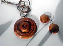 Náhrdelníky - prívesok zo slivkového dreva... - 11189900_
