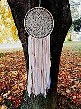 Dekorácie - Lapač snov 28cm béžovo-biely - 11192478_