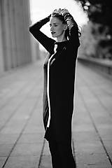 Šaty - FNDLK úpletové šaty 430 RuVdL midi - 11189924_