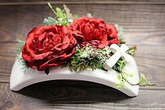 Dekorácie - Červené ruže a krížik - 11192383_
