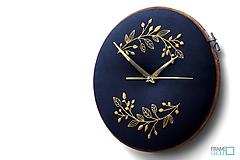 Hodiny - Beatrix, ručne vyšívané nástenné hodiny - 11190278_