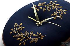 Hodiny - Beatrix, ručne vyšívané nástenné hodiny - 11190279_