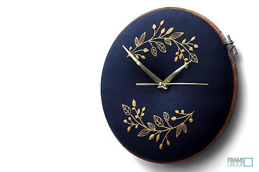 Beatrix, ručne vyšívané nástenné hodiny