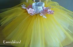 Detské oblečenie - Žltá tylová suknička s aplikáciou - 11190319_