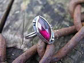 Prstene - Strieborny prsteň Ag925 Granát - 11189412_