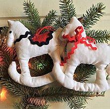 Dekorácie - Vianočná ozdoba Koník - 11191302_