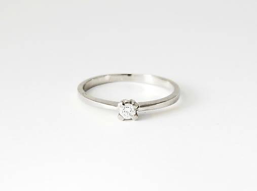Prstene - 585/1000  zlatý zásnubný prsteň s diamantom 3 mm, E/SI1 (biele zlato) - 11194525_