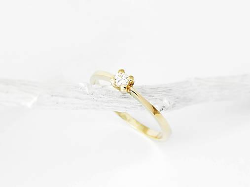 Prstene - 585/1000  zlatý zásnubný prsteň s diamantom 3 mm, E/SI1 (žlté zlato) - 11194623_