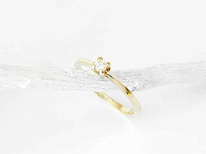 Prstene - 585/1000  zlatý zásnubný prsteň s diamantom 3 mm, E/SI1 - 11194622_