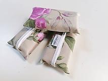 Taštičky - Prenosný obal / zásobník na papierové vreckovky ružičky - 11193277_