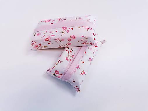 Prenosný obal / zásobník na papierové vreckovky ružičky