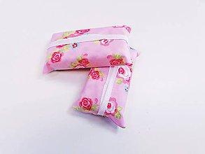 Taštičky - Prenosný obal / zásobník na papierové vreckovky ružičky - 11193318_