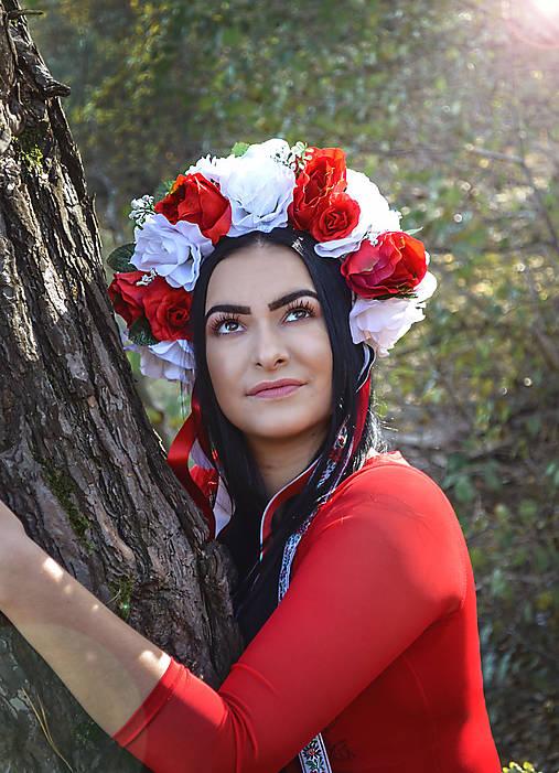 Kvetinová folklórna parta - červená - biela