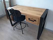 Nábytok - Písací stôl zo starého duba v železnom ráme - 11194308_
