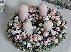 Dekorácie - Adventný veniec s perníčkami bielo-ružový - 11194781_