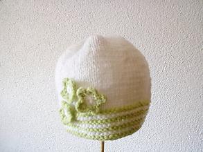 Detské čiapky - bielo-zelená čiapka - 11193509_