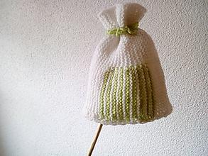 Detské čiapky - bielo-zelená čiapočka - 11193529_