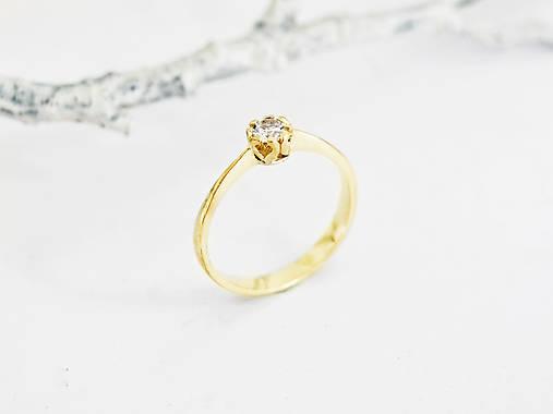 Prstene - 585/1000 zlatý zásnubný prsteň s diamantom 3,5 mm, E/SI1 (žlté zlato) - 11196087_