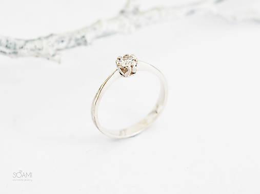 Prstene - 585/1000 zlatý zásnubný prsteň s diamantom 3,5 mm, E/SI1 (biele zlato) - 11196089_