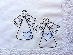Dekorácie - anjelik so srdiečkom (Modrá) - 11198862_