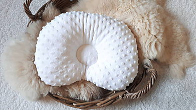 Textil - Biely anatomický vankúš pre bábätko - 11197832_