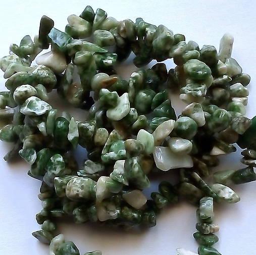 Minerály-zlomky-návlek (Čínsky jadeit-cca 85cm)
