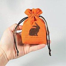 Úžitkový textil - Bavlnené vrecúško jarné vyšívané zajačiky (•) - 11196181_